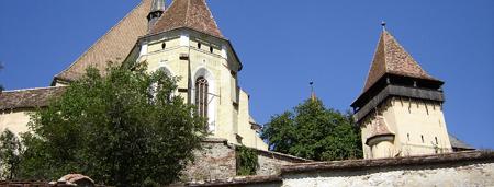 Biserica fortificată şi un turn